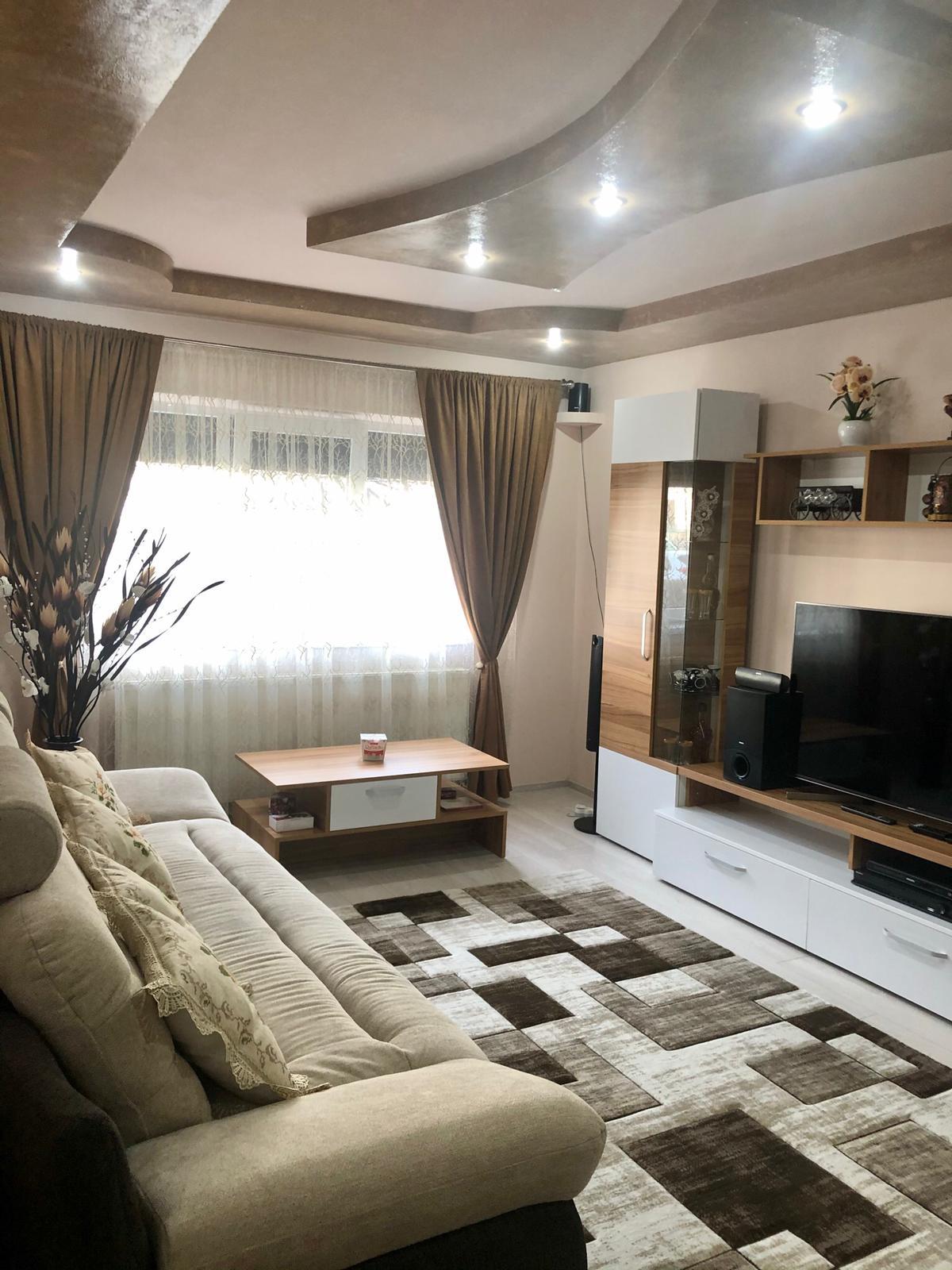 Vanzare apartament 3 camere, micro 12 Targoviste