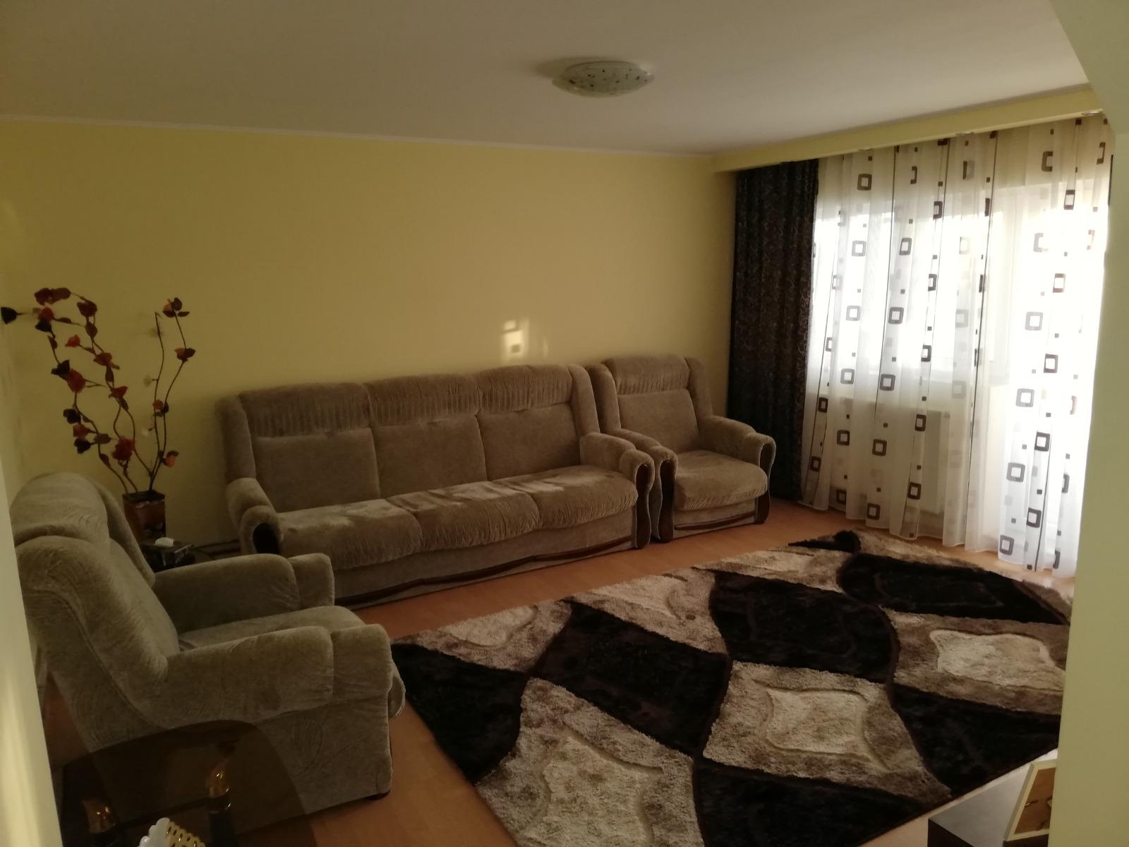 Inchiriere apartament 3 camere , cartier CFR Targoviste