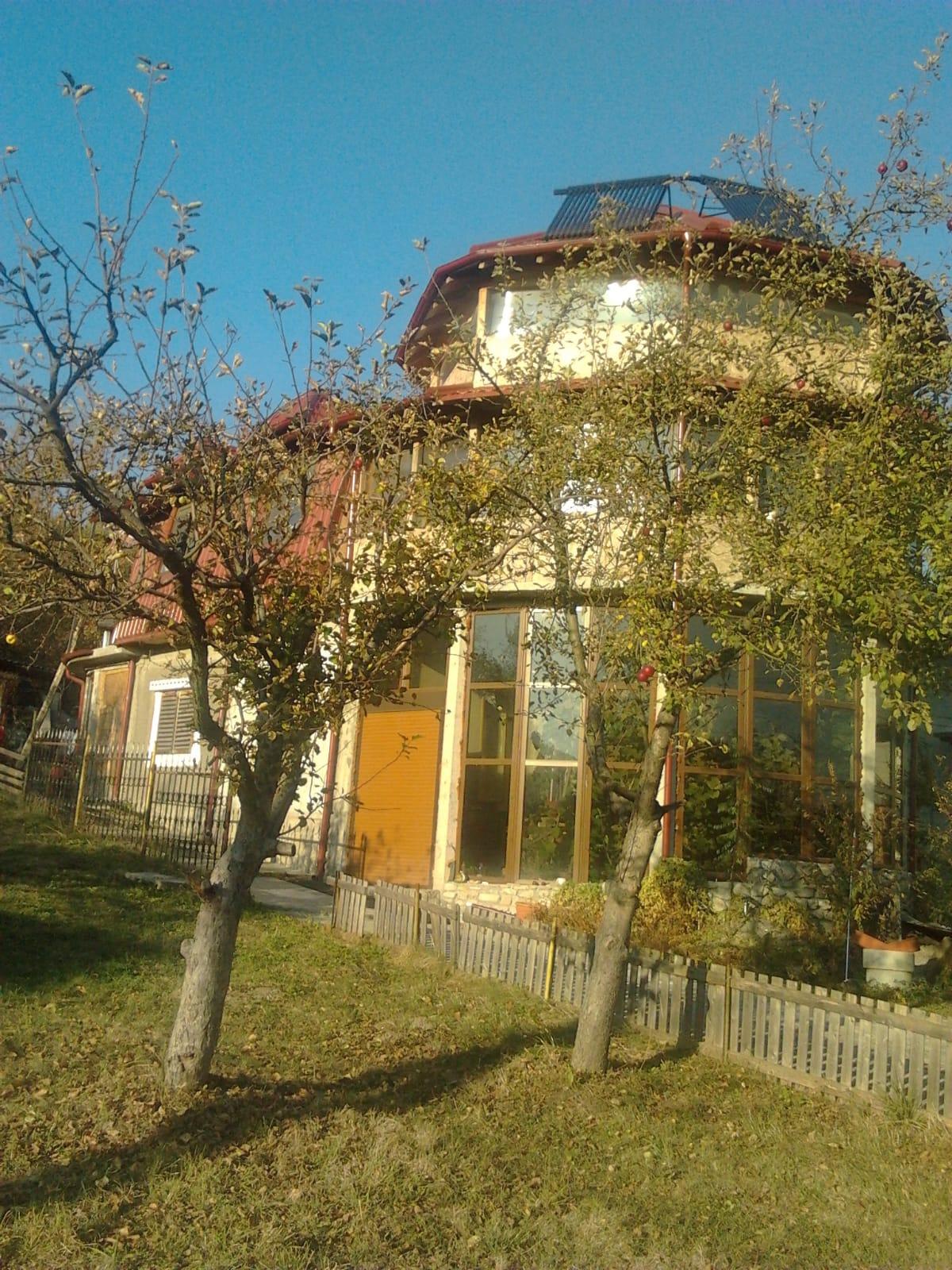 Vanzare proprietate deosebita -casa si teren in Fieni Dambovita